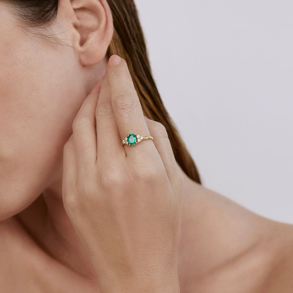 Sauer---Anel-esmeralda-3-diamantes